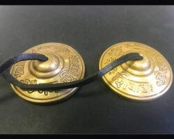 Glocken und Zymbeln